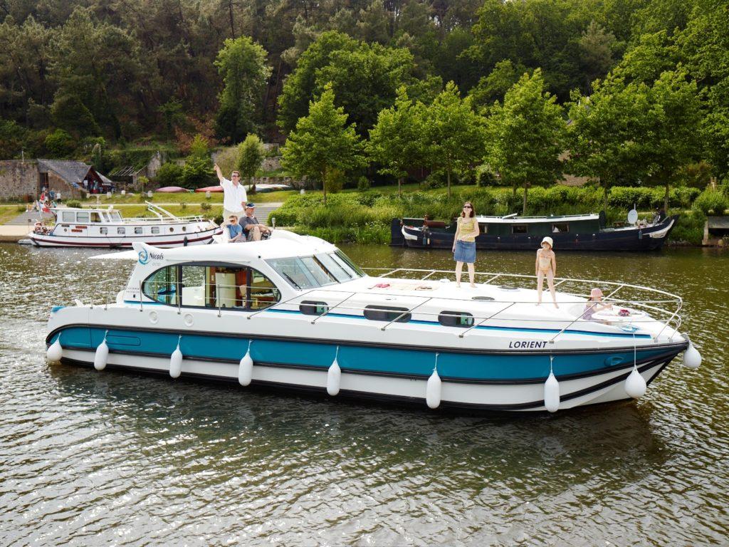 Lakóhajózás Mérföld Yachting